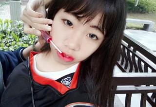 Крась губы как китаянка: самый нелепый челлендж в Weibo