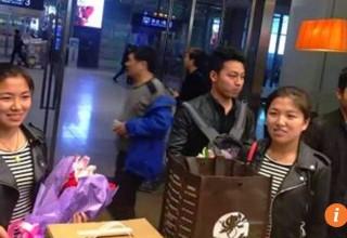 В Китае молодожены-близнецы решились на пластические операции, чтобы их не путали супруги-близняшки
