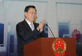 В Гонконге заклеили брусчатку перед визитом правительственной делегации из Пекина