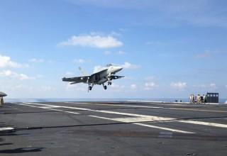 Китайские истребители перехватили американский самолет