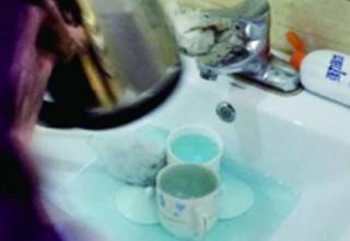 В Китае уволена горничная отеля за мытье чашек щеткой для унитаза