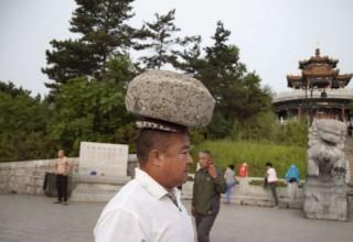 Житель Китая похудел на 30 кг с помощью 40-килограммового валуна
