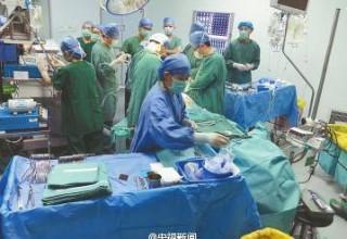 В Китае мужчина выжил после вертикального падения на 1,5-метровый металлический прут