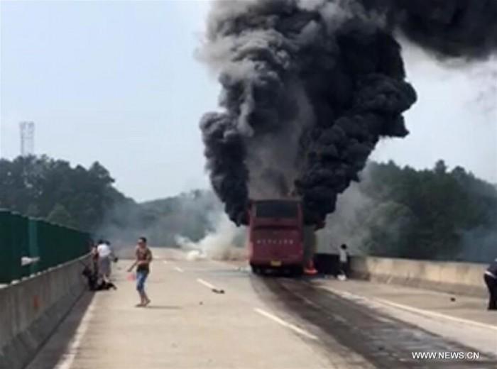 Пожар в туристическом автобусе в Китае