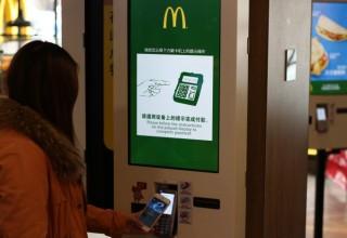 Почти 200 млн китайцев оплачивают покупки с помощью смартфонов