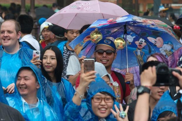 День открытия шанхайского Диснейленда