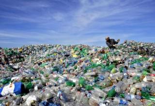 Китайские ученые научились эффективно делать жидкое топливо из пластика