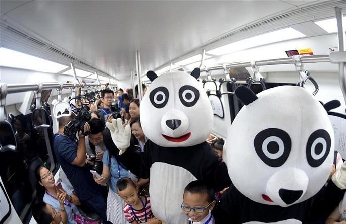 Поезд в метро в Чэнду, панда-поезд