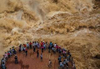 Ущелье прыгающего тигра — самое захватывающее дух место в Китае