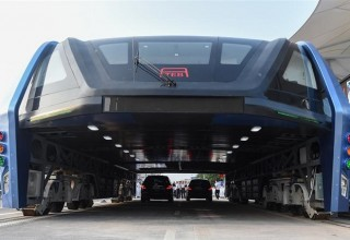 В Китае испытали первый футуристический автобус-портал