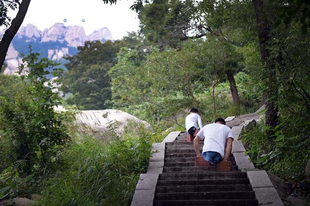 mountain_climbers3