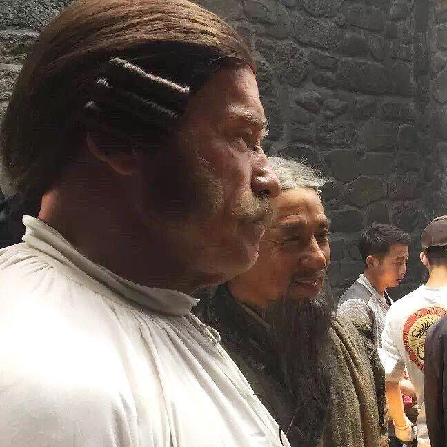 Арнольд Шварцнегер и Джеки Чан на съемках фильма «Вий-2»