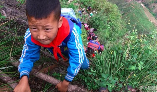 climbing_to_school3