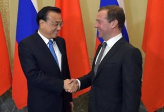 По итогам визита китайского премьера в Россию подписаны более 20 договоров