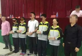 Директор китайской школы подарил ученикам более $1 млн