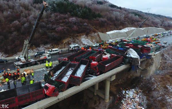 В КНР случилось ДТП с56 машинами, погибли 17 человек