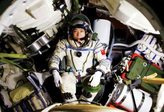 К китайцам в космические корабли кто-то стучится