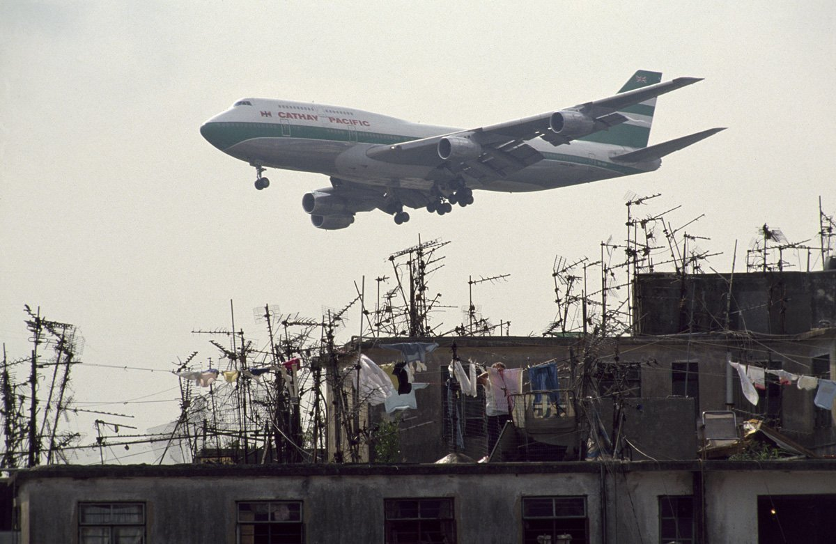 one-law-that-was-consistently-enforced-the-walled-city-could-be-no-higher-than-13-or-14-stories-otherwise-low-flying-airplanes-would-have-trouble-meeting-the-nearby-runway