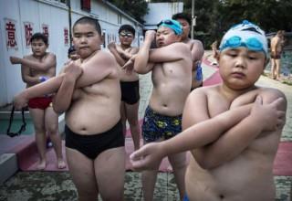 Китайская молодежь тучнеет и теряет зрение — доклад