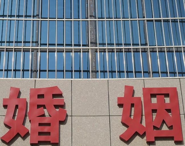 Все больше китайцев относятся к браку как к лишению свободы