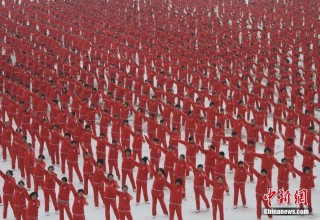 Уличные танцы китайских бабушек стали многомиллиардной индустрией