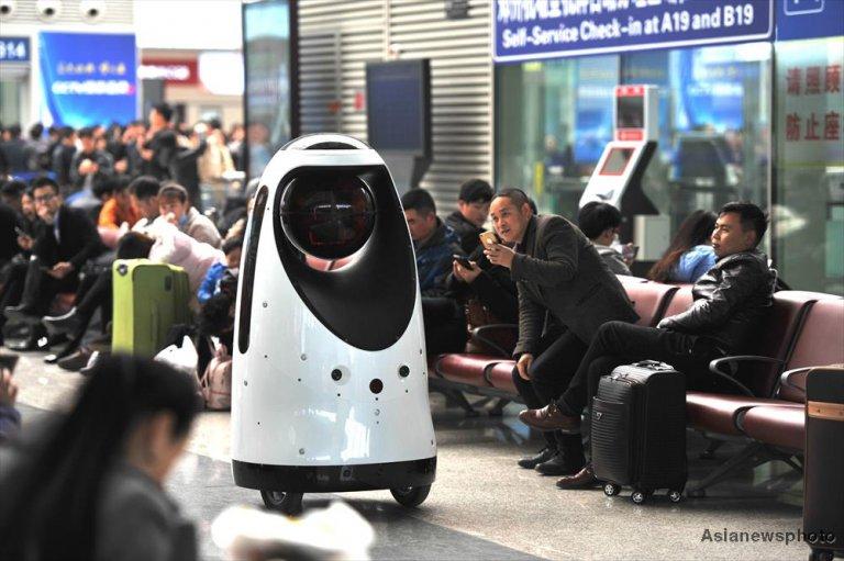 ВКитайской народной республике 1-ый робот-полицейский заступил надежурство навокзале