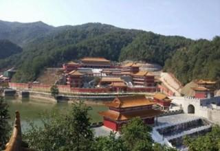 Уездный китайский вуз построил «дворец-общагу» за миллиард