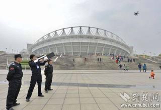 Китайская полиция показала винтовку для сбивания гражданских дронов