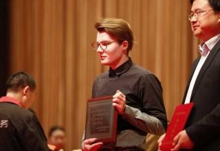 Российских студентов и их педагога наградили за спасение утопающего в Шанхае