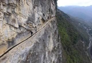 Терпение и труд: Китаец вырыл 10-километровый канал для родной деревни