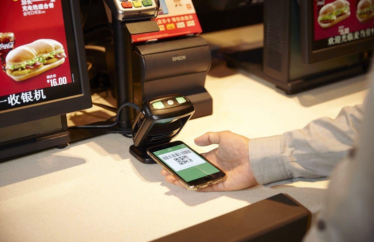 Плата за еду с помощью WeChat. Фото: McDonalds