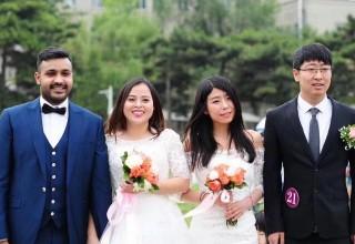 Выпускники китайского вуза устроили групповую свадьбу