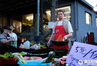 «Русский со сковородкой» влюбил в себя китаянок Ханчжоу