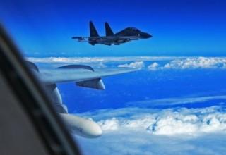 Истребители КНР перехватили военный самолет США над Восточно-Китайским морем