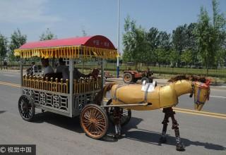 Китайский фермер создал моторизированного железного коня из вторсырья
