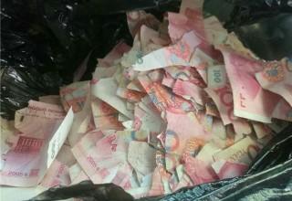 «Дражайшее дитя»: пятилетний мальчик из Циндао порвал 50 тыс юаней