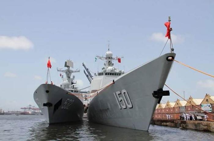 Китайские военные суда в порту Карачи