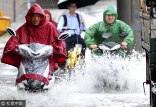 Шесть человек стали жертвами ливней на юге Китая