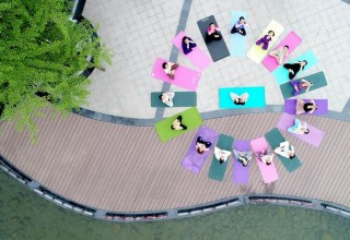 Асаны на Великой стене: как Китай отмечает Международный день йоги