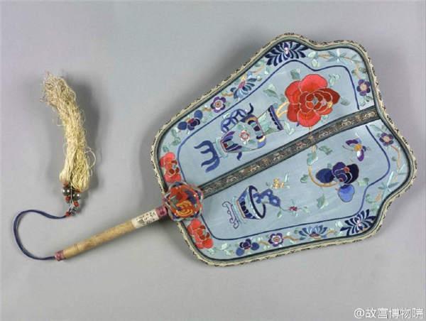 Веер, используемый при императорском дворе в эпоху династии Цин. Фото: China Daily
