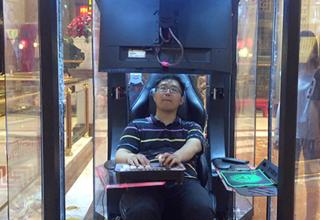 Китайский торговый центр установил «клетки» для мужчин, ожидающих своих подруг с шопинга