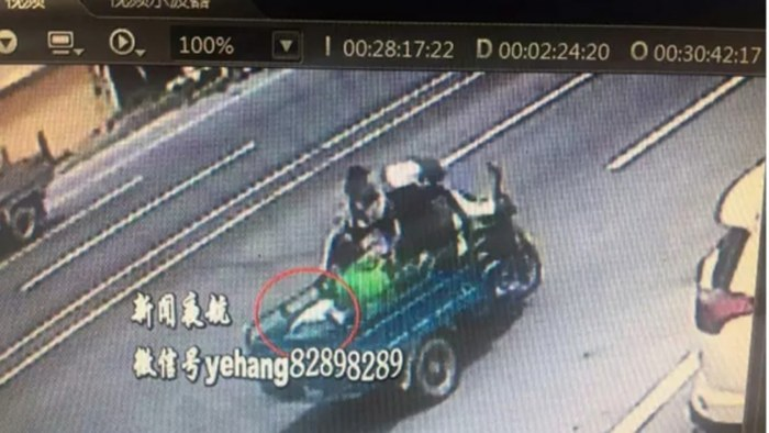 На северо-востоке Китая четверо женщин сбил пожилого мужчину трехколесным велосипедом
