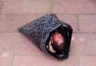 В Китае девушка отправила ребенка в детский дом курьерской службой