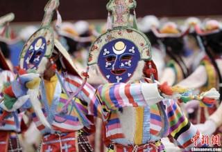 Феерия красок: В Тибете начался месяц фестивалей