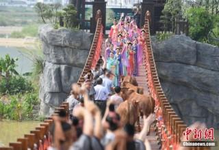 Встреча Пастуха и Ткачихи: Инсценировка легенды китайского Дня влюбленных (ФОТО)