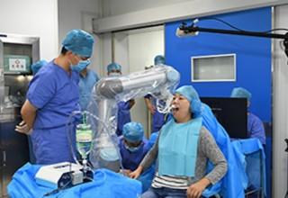 В Китае робот-стоматолог провел операцию без участия человека