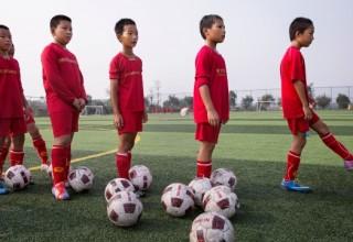 Китайские школьники станут лучше играть в футбол