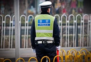 В Китае задержали бабушку, которая бросала монеты в двигатель самолета