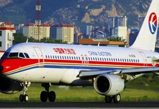 В Китае стюардесса выпала из взлетающего самолета. Она пыталась закрыть дверь