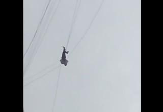 Китаец повис на проводах на высоте 19 этажа, пытаясь сбежать из отеля без оплаты номера